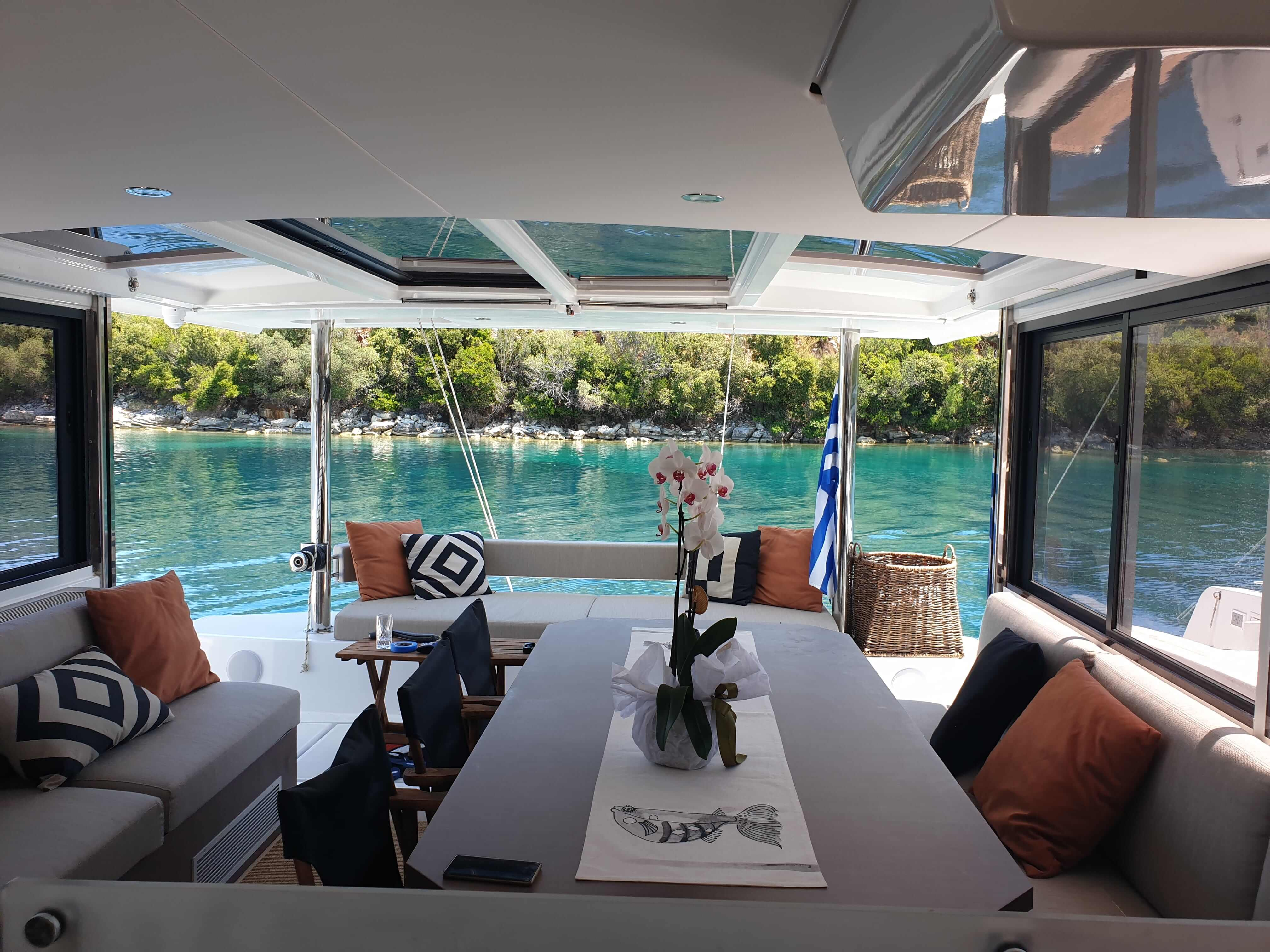 yacht dining table